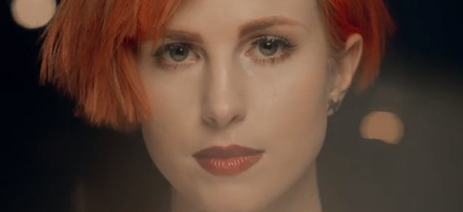 "Hayley Williams: video ufficiale ""Stay The Night"" con Zedd ..."