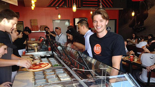 Il Sole A Mezzanotte Patrick Schwarzenegger E La Passione Per La Pizza