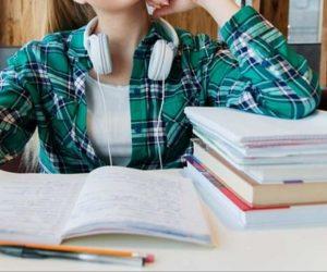 Ragazza libri scuola