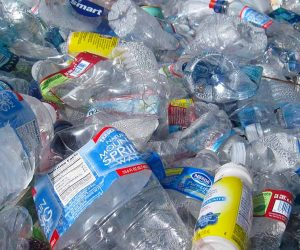 foto rifiuti plastica