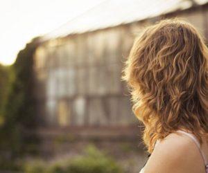 Donna con capelli mossi